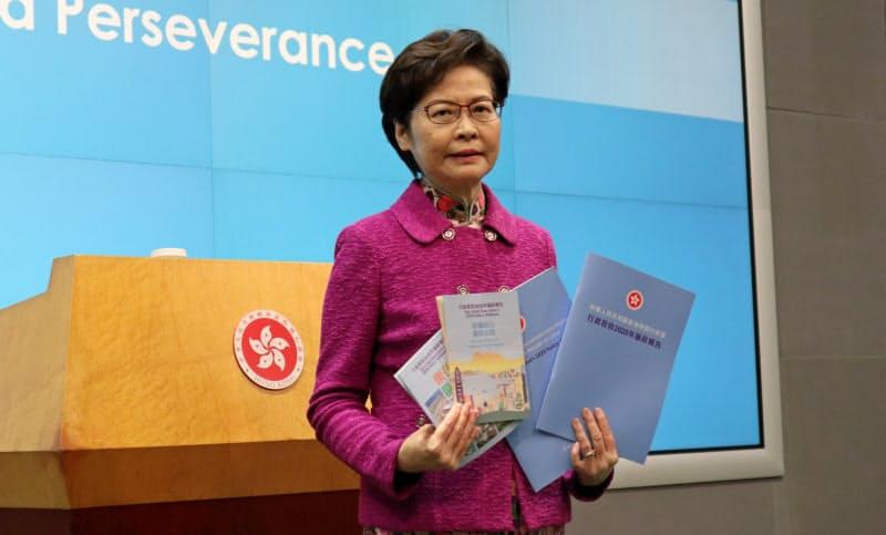 25日、施政報告を終え記者会見に臨む林鄭月娥・行政長官