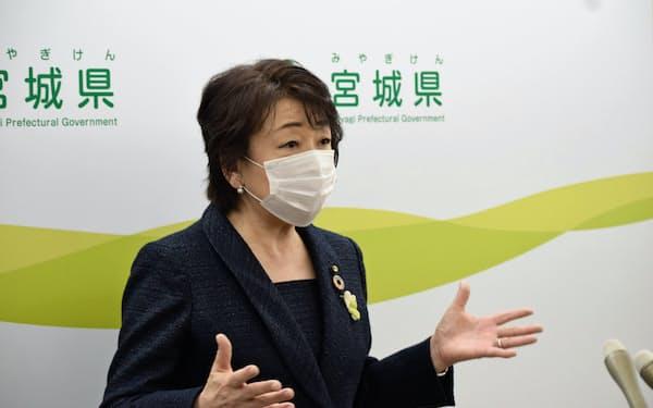 村井知事との会談後、取材に応じる仙台市の郡市長(26日、宮城県庁)