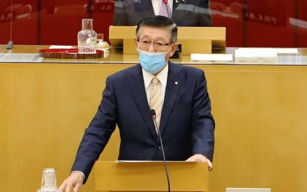 4選出馬を表明した秋田県の佐竹敬久知事(26日、秋田県議会)