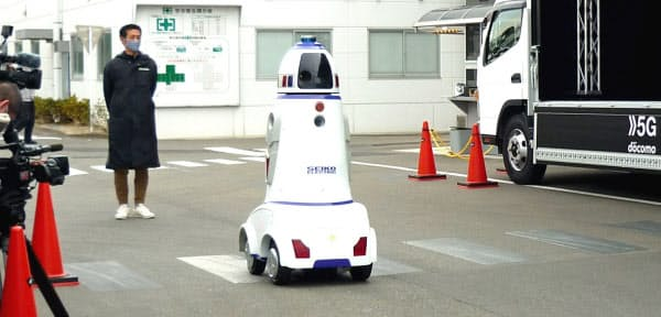 正興電機は5Gを使った警備ロボットを公開した