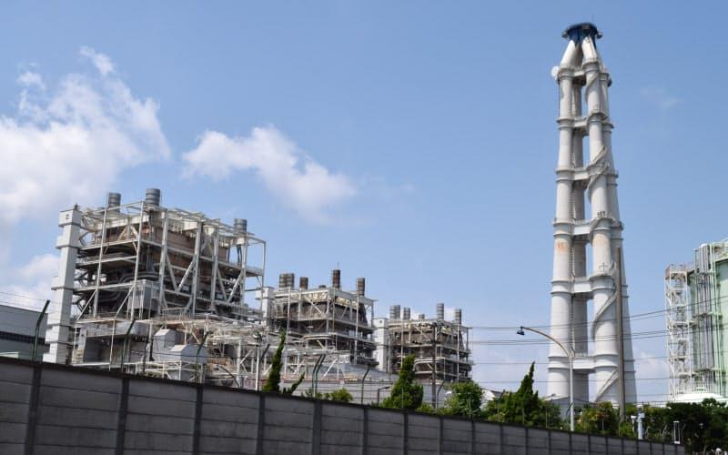 日本の発電量の3分の1を占めるJERAも2050年に温暖化ガス排出の実質ゼロを目標に掲げた(写真は横浜市のJERA南横浜火力発電所)