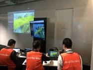 東電PGなどが出資するグリッドスカイウェイ有限責任事業組合は、送電線上空でドローン航行の実証実験を実施。報道陣に公開した(26日、東京都内)