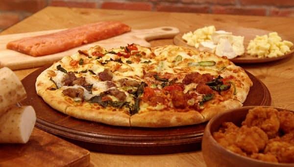 北海道限定ピザも販売する