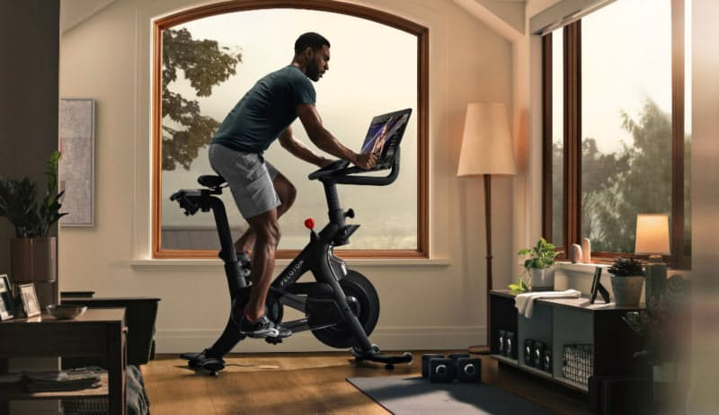 米ペロトン・インタラクティブの自転車型トレーニングマシン