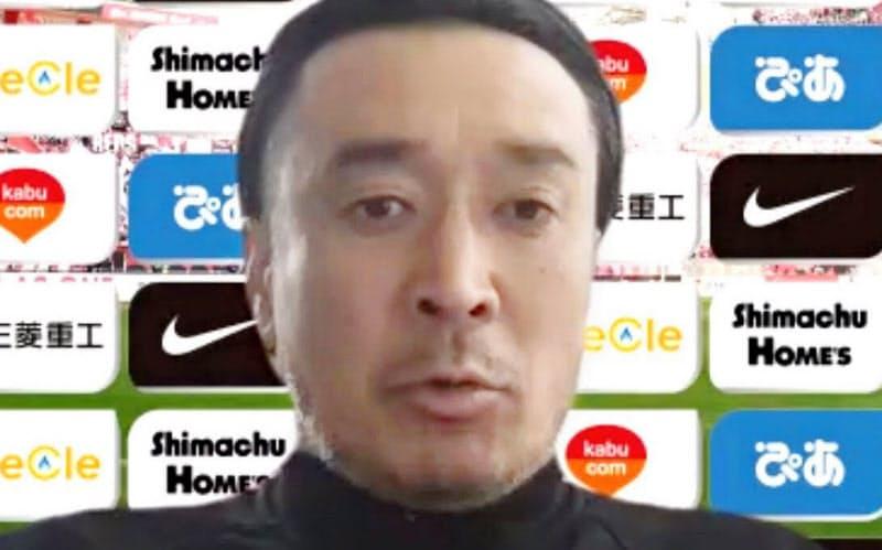 オンラインで取材に応じた今季限りで退任するJ1浦和の大槻毅監督(27日)=共同