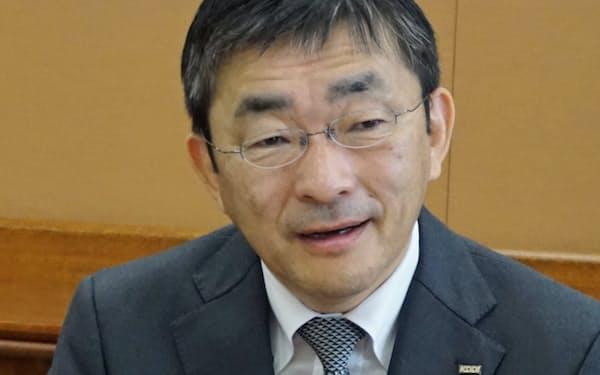 NTTによるNTTドコモの完全子会社化について「分離・分割から何の議論もなく独占回帰することは問題だ」と話すKDDIの高橋誠社長