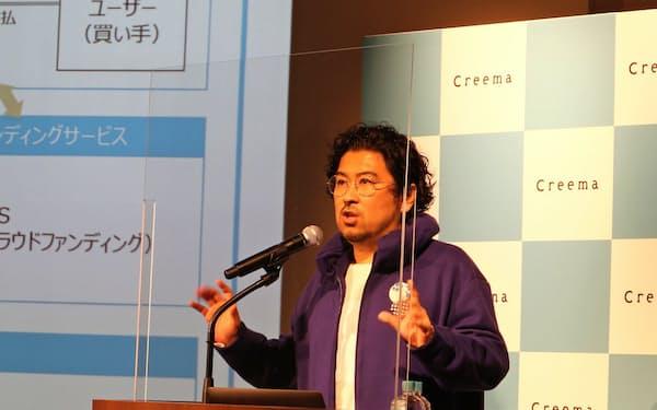 東証マザーズに上場し、東京都内で記者会見するクリーマの丸林耕太郎社長