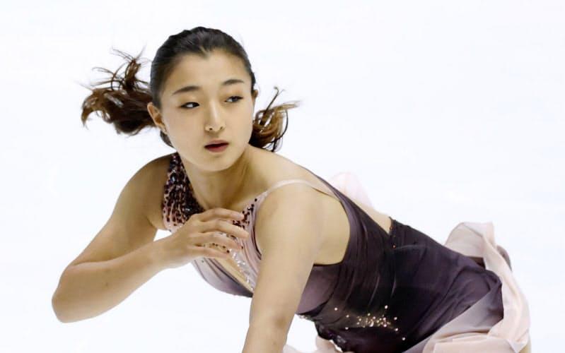女子SPで首位の坂本花織(27日、東和薬品ラクタブドーム)=共同