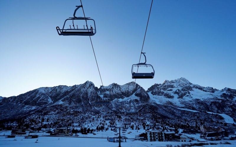 スキー場閉鎖、割れる欧州 独伊とオーストリア対立
