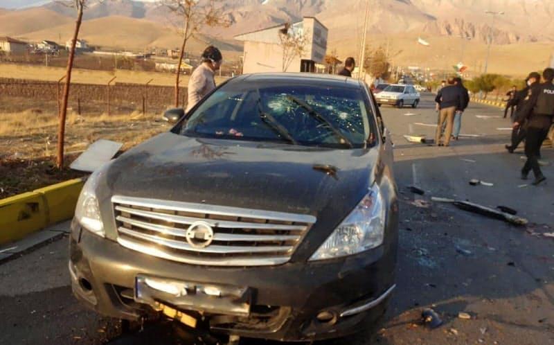 27日、テヘラン近郊で襲撃を受けたとされる車両=ロイター・WANA