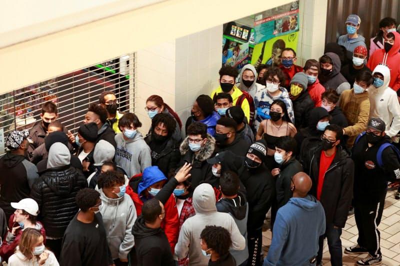 米国のコロナ感染、初の1日20万人 ロスは外出禁止令