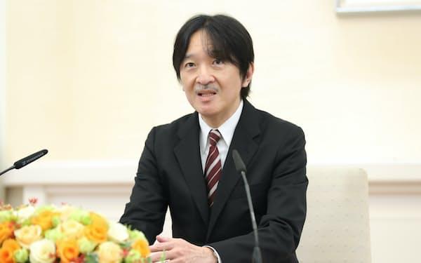 記者会見する秋篠宮さま(20日、東京・元赤坂の赤坂東邸)