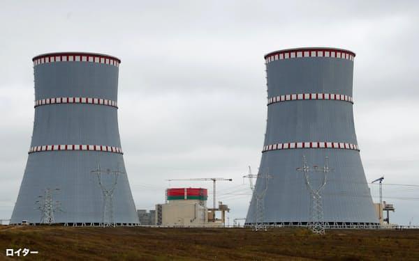 ベラルーシ初の原発はリトアニアとの国境近くに位置する(2019年10月、オストロベツ近郊)=ロイター