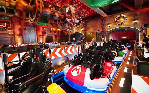 「クッパ城」内にあるマリオカートをテーマにしたアトラクションの乗り場(30日、大阪市此花区のUSJ)
