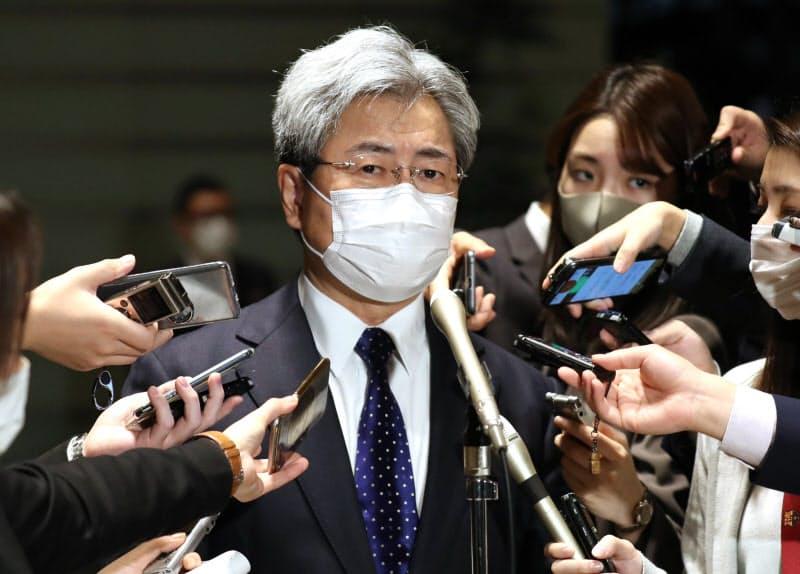 首相官邸で取材に応じる中川日本医師会長(11月24日)