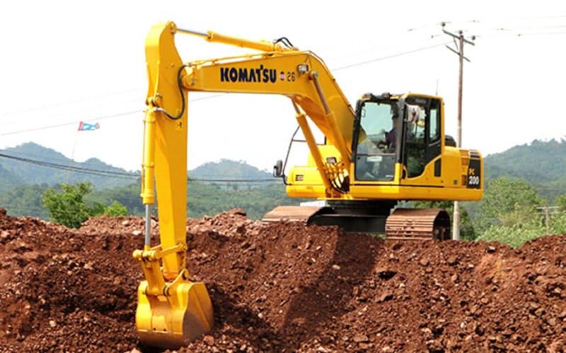 東南アジア向け新モデルは宅地開発や道路工事に特化する(インドネシアで稼働する油圧ショベル)