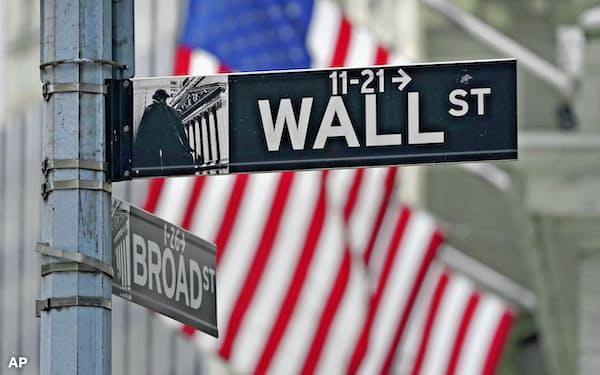ニューヨークのウォール街=AP