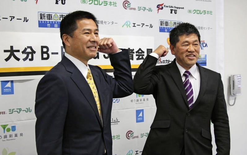 プロ野球独立リーグの新球団、大分B―リングスの監督に就任する広田浩章氏=左(1日、大分市)=共同
