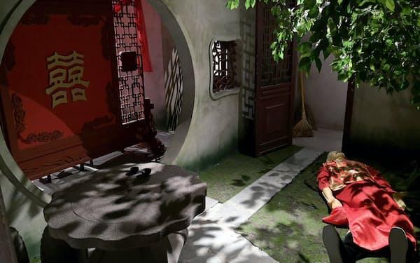中国の伝統建築風の空間で、殺人事件を解決するゲームもある(11月27日、北京市)