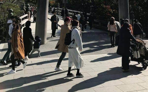 伊勢神宮は平日の参拝者も回復傾向にある(1日、内宮前)
