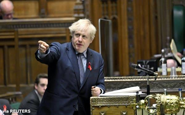 ジョンソン首相のコロナ対策に与党内からも反発が強まる(1日、ロンドンの英下院)=ロイター