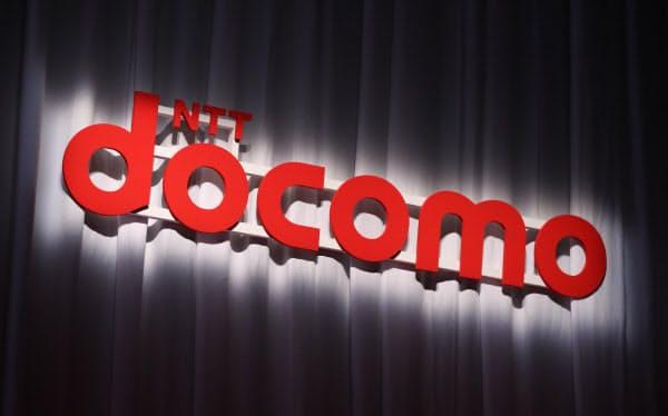 ドコモは新プランの契約手続きなどを店舗の窓口ではなく、インターネットで済ませる方式とし、サービスを絞り込むことで料金を引き下げる