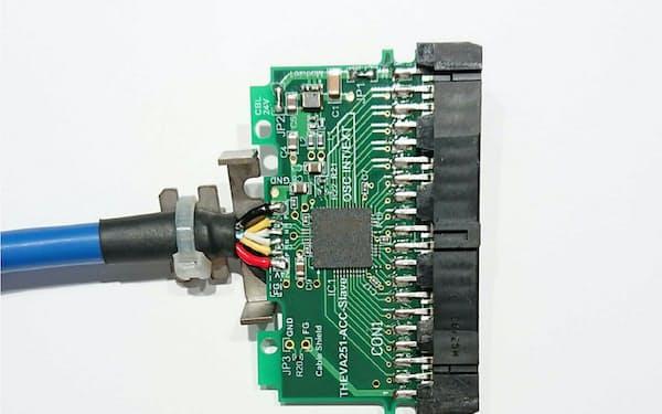 センサーIOハブのLSIを搭載したコネクター