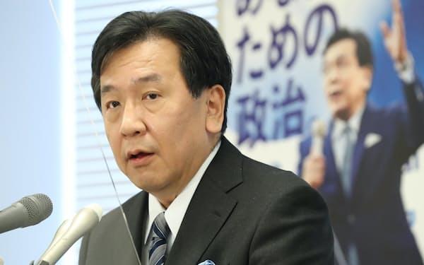 立民の枝野代表は記者会見で不信任案について聞かれ「コロナ対策が最優先だ」と答えた。(11月30日、国会内