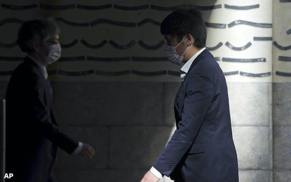 新型コロナウイルスの感染拡大「第3波」が広がる日本。同調圧力の高まりに懸念も=AP