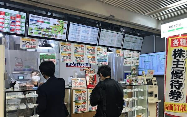コロナ禍で客足は減っている(東京都港区の金券ショップ)