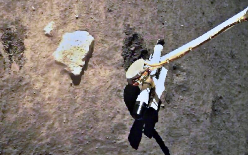 月面で作業する中国の無人探査機(国家宇宙局のウェブサイトから)