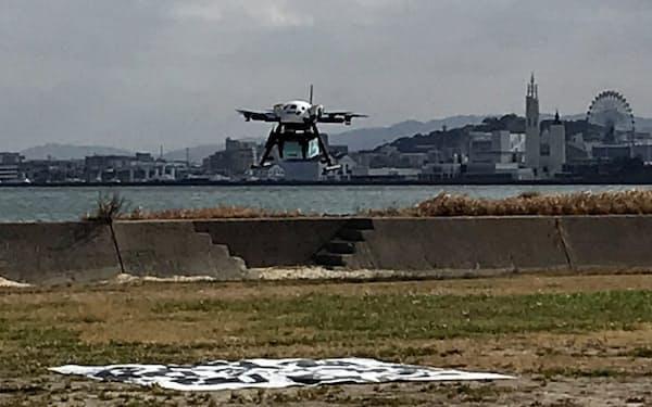 ドローンで能古島に日用品や医薬品を輸送する(3日、福岡市)
