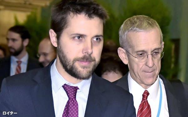 バイデン氏に国家経済会議(NEC)委員長に指名されたブライアン・ディーズ氏(左、2015年12月、パリ)=ロイター