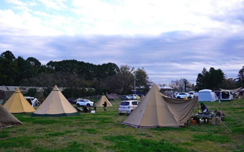 かつての牧草地をキャンプ場とした