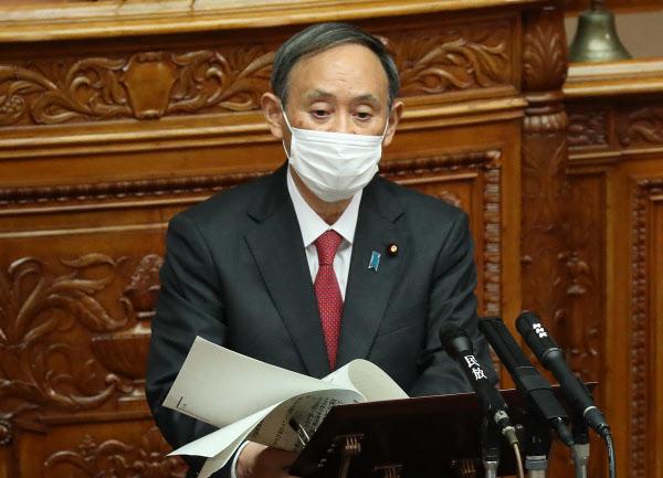 参院本会議に臨む菅首相(11月30日)