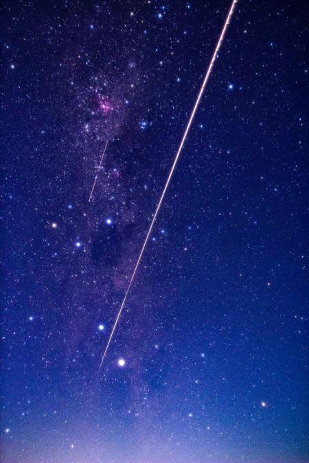 はやぶさ2のカプセルが大気圏に突入、オーストラリア南部クーパーペディ上空で観測された火球=JAXA提供