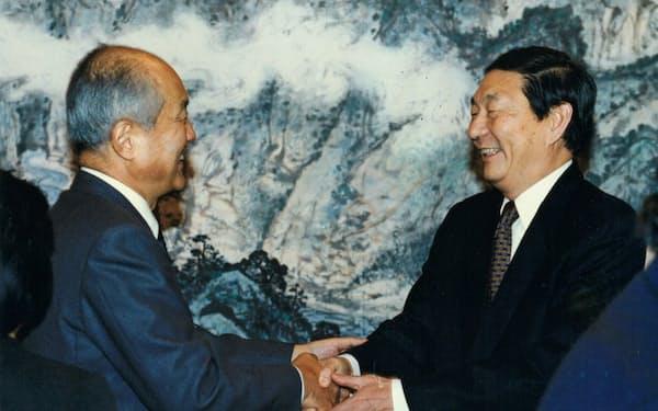 後に中国首相となる朱鎔基氏(右)と