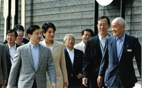 愛・地球博で当時の皇太子さまと雅子さまを出迎える筆者(右)