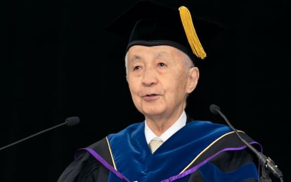 東洋大学総長として卒業式で祝辞を述べる筆者