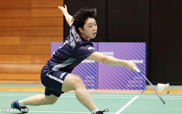 女子シングルス2回戦でプレーする山口茜(24日、町田市立総合体育館)=代表撮影・共同