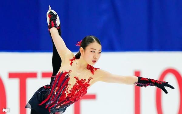 女子SPで演技する紀平梨花(25日、長野市ビッグハット)=代表撮影・共同