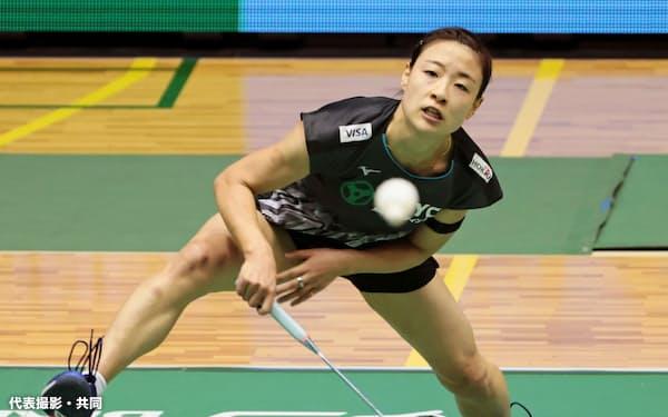 女子シングルス準決勝でプレーする奥原希望(26日、町田市立総合体育館)=代表撮影・共同