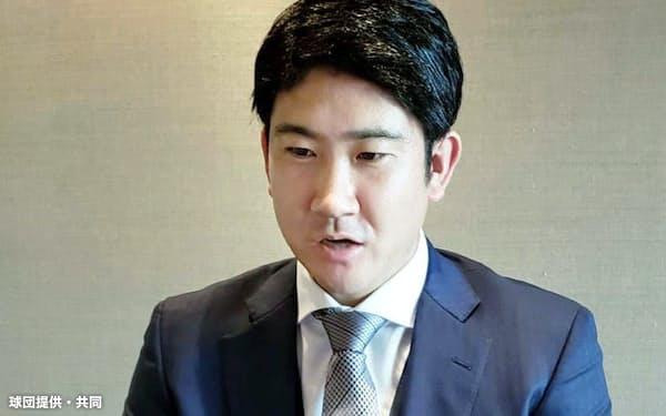 契約を更改し、オンライン取材に応じるプロ野球巨人の菅野智之投手(14日、東京都内)=球団提供・共同
