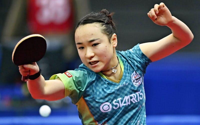 女子シングルスで準々決勝進出を決めた伊藤美誠(15日、丸善インテックアリーナ大阪)=共同