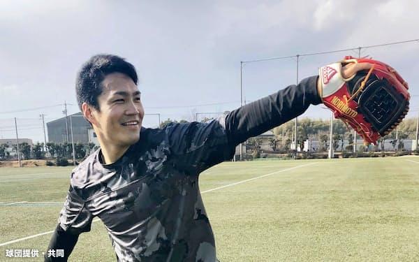 キャッチボールする楽天・則本昂(三重県内)=球団提供・共同