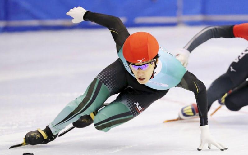男子1000メートルで優勝した渡辺啓太(17日、帝産アイススケートトレーニングセンター)=アフロスポーツ/JSF提供・共同