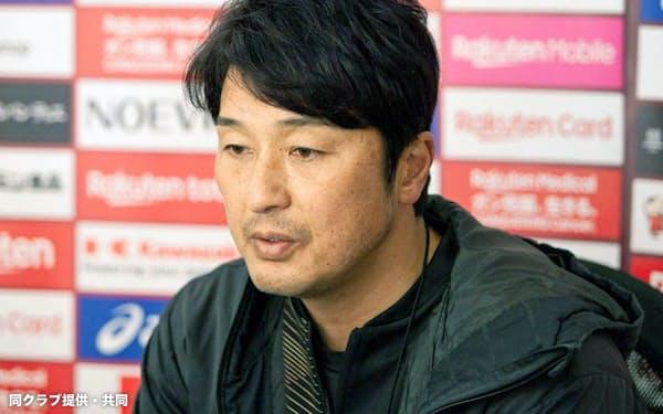 取材に応じるJ1神戸の三浦監督(25日、神戸市)=同クラブ提供・共同