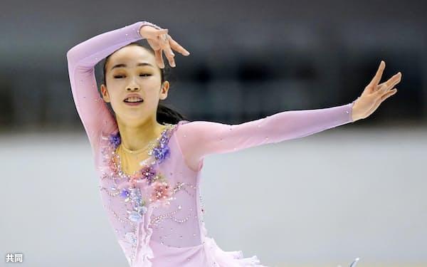 フィギュア少年女子 SPで首位の愛知・松生理乃(27日、名古屋市ガイシプラザ)=共同