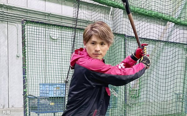 打撃練習するDeNA・神里(28日、神奈川県横須賀市)=球団提供・共同