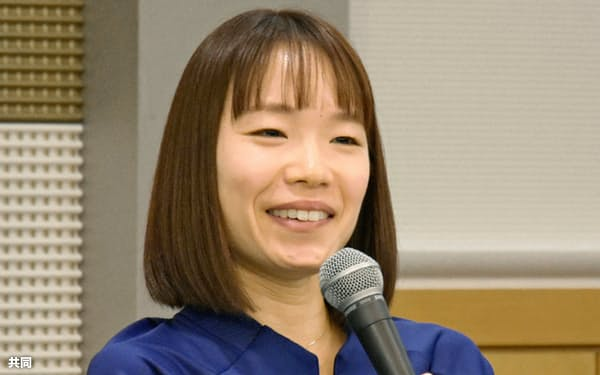 大阪国際女子マラソンの初優勝から一夜明け、記者会見する一山麻緒(1日、大阪市)=共同